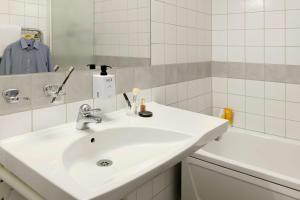 A bathroom at Scandic Helsingborg Nord