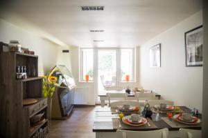 A restaurant or other place to eat at B&B Chambres d'O