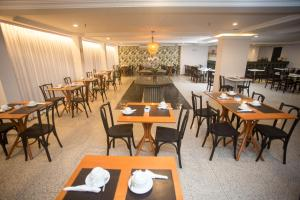 A restaurant or other place to eat at Regency Copacabana Hotel