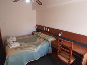 Una cama o camas en una habitación de Hotel y Restaurant Don Quijote