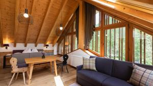 A seating area at Natura Boutique Chalet Wellness SPA