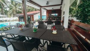A restaurant or other place to eat at Point 303 Resort