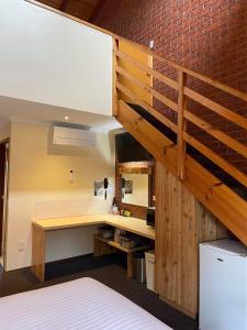 A kitchen or kitchenette at AAt 28 Goldsmith Motel