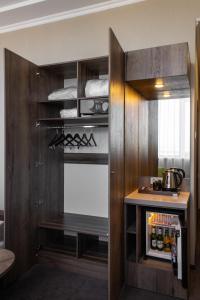 Кухня или мини-кухня в HELIOPARK Residence