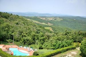 A view of the pool at Hotel Ristorante al Brunello di Montalcino or nearby