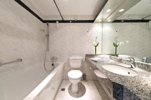 Ванная комната в Leonardo Hotel Berlin City West