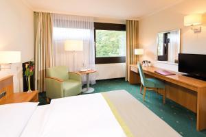 Кровать или кровати в номере Leonardo Hotel Berlin City West