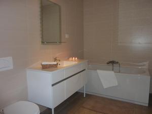 A bathroom at Apartments Villa Urbajs