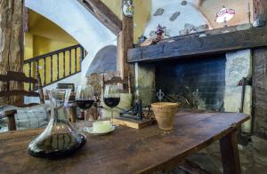 A restaurant or other place to eat at Casa Rural Garrido