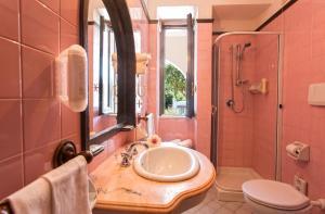 A bathroom at Hotel San Valentino Terme