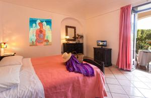 A bed or beds in a room at Hotel San Valentino Terme