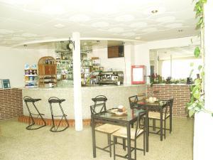 Un restaurante o sitio para comer en Hotel Miño