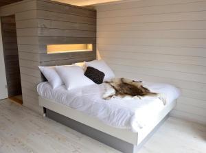 Ein Bett oder Betten in einem Zimmer der Unterkunft Cabane dans les arbres / Swin-golf de Cremin