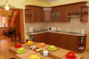 Кухня или мини-кухня в PichuginHall Hostel