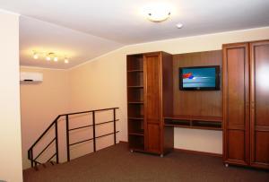 Телевизор и/или развлекательный центр в Мотель A-108