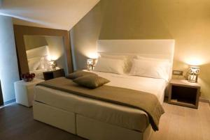 A bed or beds in a room at Hotel San Rocco