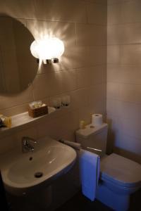 Ein Badezimmer in der Unterkunft Le Pavillon