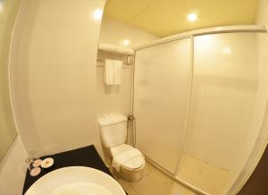 A bathroom at Hotel Sentral Seaview @ Beachfront