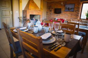 Restauracja lub miejsce do jedzenia w obiekcie Ośrodek Wypoczynkowo Sportowy Pod Żurawiem