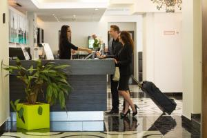 The lobby or reception area at Best Western Plus Hotel Arcadia
