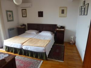 A bed or beds in a room at Apartments Petrali