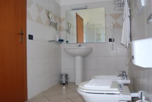 A bathroom at Telma Hotel