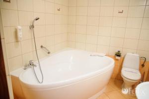 Łazienka w obiekcie FENIX - Hotel i Restauracja