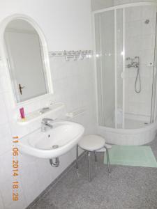 Ein Badezimmer in der Unterkunft Hotel Athos