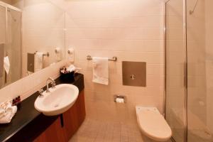 A bathroom at George Kerferd Hotel