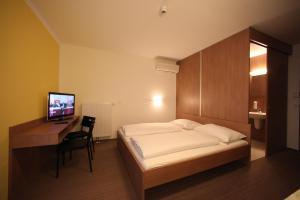 Ein Bett oder Betten in einem Zimmer der Unterkunft Fair-Price-Hotel