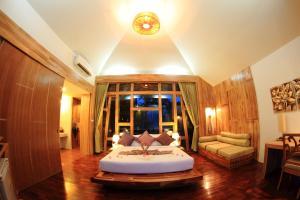 Ein Bett oder Betten in einem Zimmer der Unterkunft Bundhaya Villas