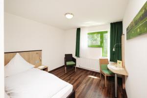 Ein Bett oder Betten in einem Zimmer der Unterkunft Haus Maria Lindenberg