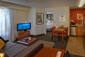 A television and/or entertainment center at Residence Inn by Marriott Orlando East/UCF Area