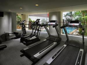 Das Fitnesscenter und/oder die Fitnesseinrichtungen in der Unterkunft Rendezvous Hotel Singapore by Far East Hospitality (SG Clean)