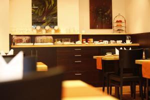 Ein Restaurant oder anderes Speiselokal in der Unterkunft Flörsbacher Hof
