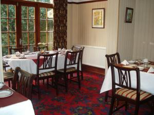 A restaurant or other place to eat at Bridge Guest House