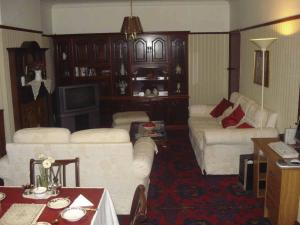 A seating area at Bridge Guest House