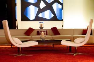 A seating area at Ayre Gran Hotel Colón