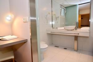 Un baño de Hotel Jucamar