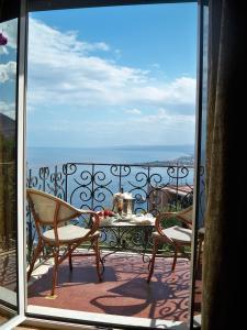A balcony or terrace at Taormina Park Hotel