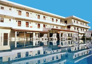 The swimming pool at or near Hotel Prassino Nissi
