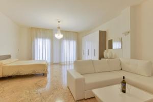 A seating area at Hotel La Marina