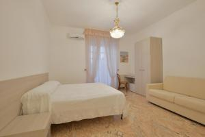 A bed or beds in a room at Hotel La Marina