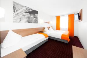 A bed or beds in a room at McDreams Hotel Wuppertal City