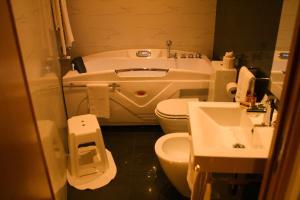 Uma casa de banho em Hotel Rural Alves - Casa Alves Torneiros