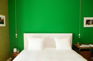 Un ou plusieurs lits dans un hébergement de l'établissement Vesper Hotel