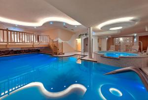 The swimming pool at or near Hotel Negritella