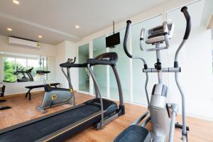 Das Fitnesscenter und/oder die Fitnesseinrichtungen in der Unterkunft Grand Nai Harn Suites