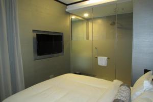 Ein Bett oder Betten in einem Zimmer der Unterkunft The Southbridge Hotel (SG Clean)