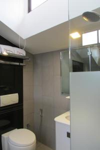 Ein Badezimmer in der Unterkunft The Southbridge Hotel (SG Clean)